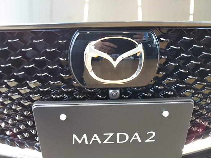 マツダ2〔MAZDA 2〕フロント写真詳細画像