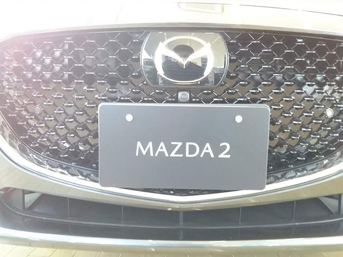 マツダ2〔MAZDA 2〕フロントグリル写真詳細画像