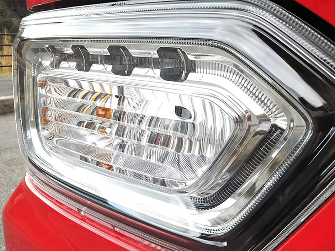 スズキ ワゴンR スティングレー 赤 ブレーキランプ画像