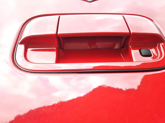 スズキ ワゴンR スティングレー 赤 トランクのドアノブ画像