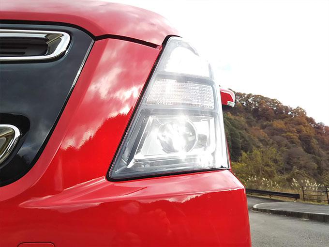 スズキ ワゴンR スティングレー 赤 フロントデザイン